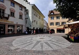 un cerchio in Piazza Duomo