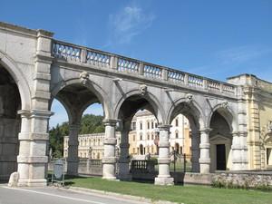 Il ponte su Villa Contarini