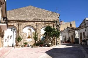 Largo San Vito, nel più piccolo comune della Puglia (180 ab.)