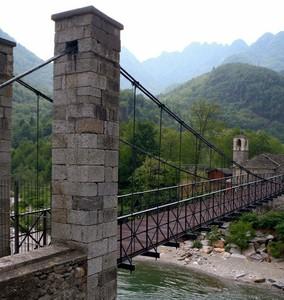 """""""L'unico ponte pensile in Italia con i cordoni originali"""""""