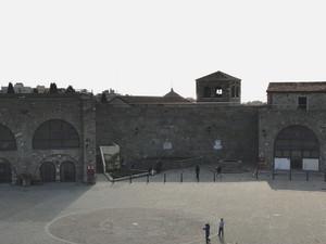 LA PIAZZA, le sue mura e il suo mistero