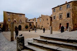 Civita di Bagnoregio: piazza San Donato
