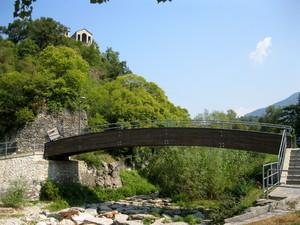Castelveccana fraz.Caldè ponte pedonale verso il lago