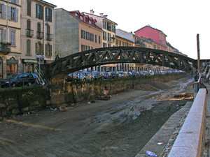 Il ponte sul Naviglio senz'acqua