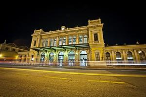 La stazione dei treni da piazza libertà