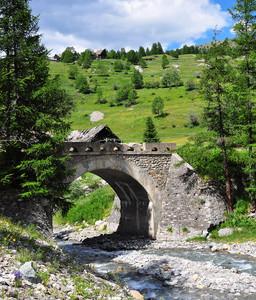 Ponte sul torrente Thuras