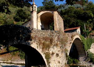 Una cappella sopra il ponte