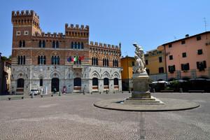 Piazza Dante…