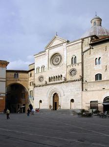 Piazza della Repubblica e la Cattedrale di S.Feliciano