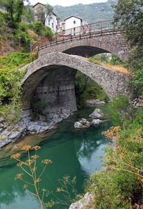 Antico e moderno sul torrente Roja
