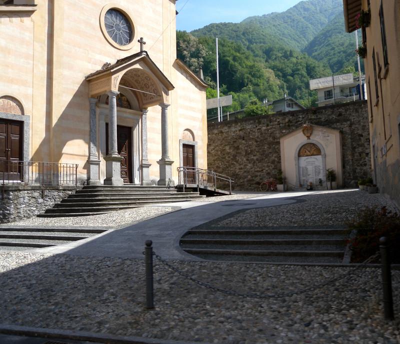 ''La piazzetta della chiesa'' - Lezzeno