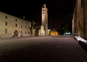 Piazza Re Astolfo di notte
