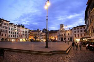 Passeggio in piazza San Giacomo