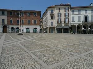 In piazza Duomo, in pieno sole