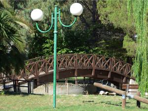 Ponte del lago del parco giochi comunale