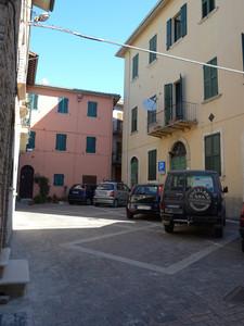 Piazza Mazzini al centro storico paese alto