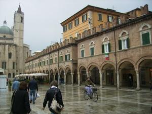 Pioveva a Piazza del Popolo