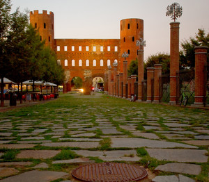 piazza cesare augusto (porte palatine)