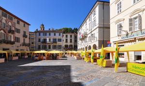 Piazza Maggiore –  stand per 51esima Mostra del Fungo