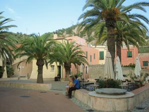 Piazza Cappello da Prete a Varigotti