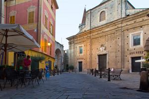 Finalborgo piazza e basilica (San Biagio)