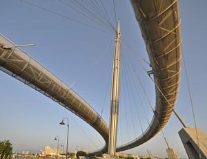 un ponte sinuoso