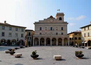 Il municipio e la sua piazza