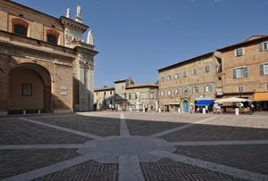 una raggiera in Piazza Duca Federico