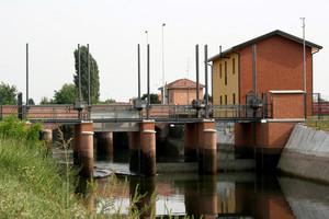 Ponte sul Canale Villoresi