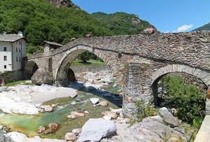 Ponte sul torrente Lys a Lillianes