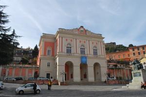 la piazza del teatro Rendano a Cosenza Vecchia