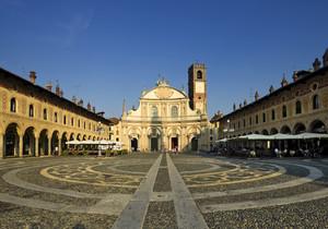 Una piazza dorata