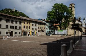 piazza con castello