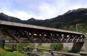 Un bel ponte in legno coperto sull'Adda di Sondalo