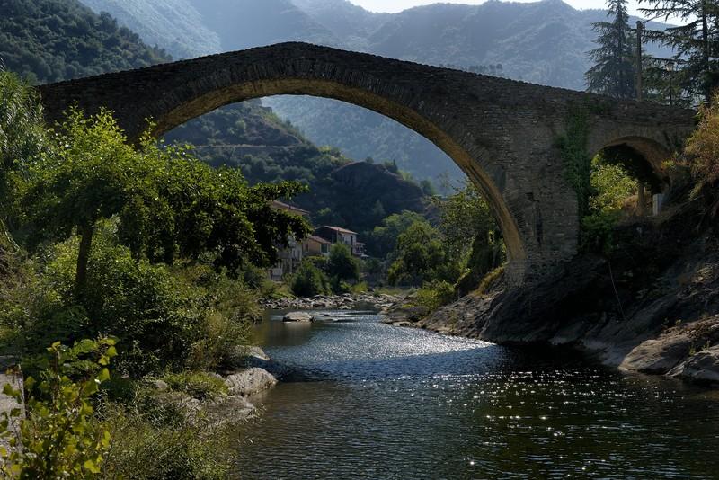 ''Là dove l'acqua luccica sotto un ponte bellissimo'' - Badalucco