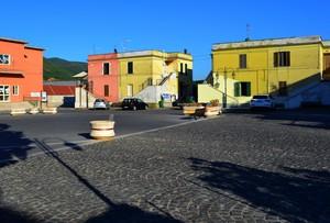 """"""" Colori, ombre e qualche auto """" – Piazza Martiri – Mignano Monte Lungo (CE)"""
