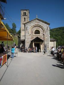 frazione Santo Lucio di Coumboscuro, piazza della chiesa