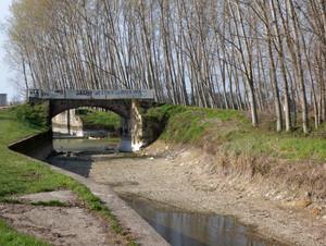Ponte sul canale asciutto