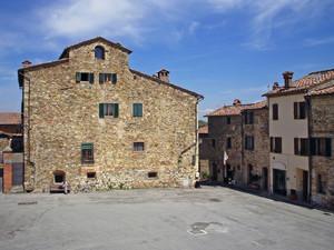 La piazza di Castellina