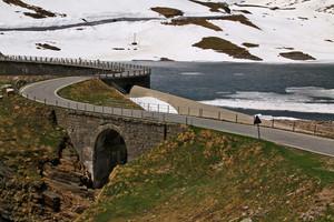Il lago Agnel e il suo ponte diga