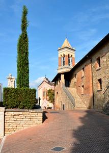 Solomeo e piazza Carlo Alberto Dalla Chiesa