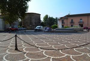 """""""All'ombra del Mausoleo degli Acili Glabrioni""""-Piazza della Liberazione -Alife"""