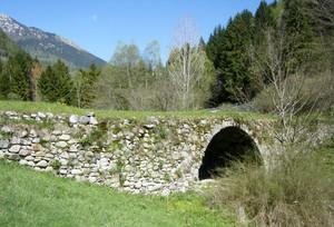 Ponte romano tra i pini