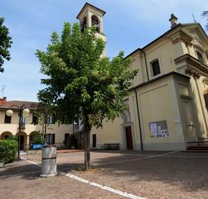 Di fianco alla chiesa