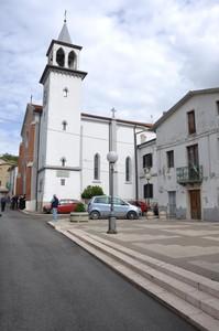 Piazza Municipio con campanile e Chiesa di S. Maria di Anzano