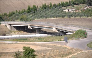Ponte sull'A16 presso il quadrivio di Candela
