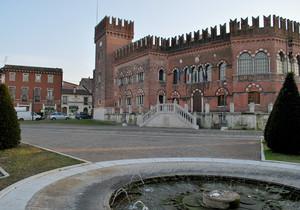 il municipio, un castello
