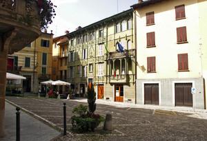 La piazza e il Municipio