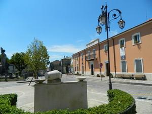 Il Municipio….il Monumento ai Caduti…