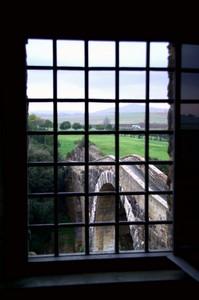 Il ponte di Vulci, visto da una finestra del Castello